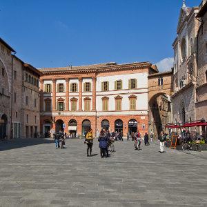 Piazza_Della_Repubblica,_Foligno_PG,_Umbria,_Italy_-_panoramio